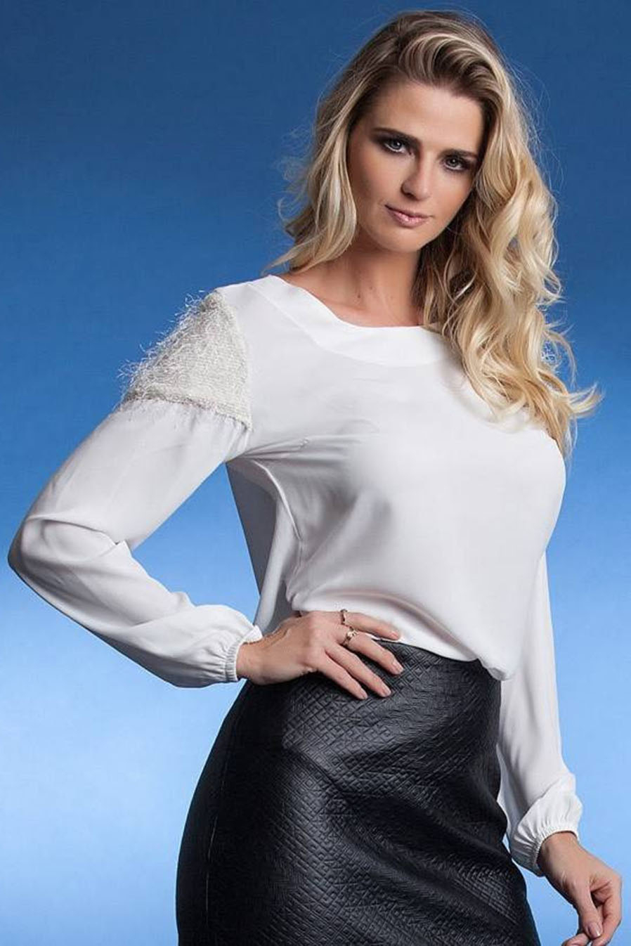 Blusa Crepe Detalhe Textura no Ombro Branca