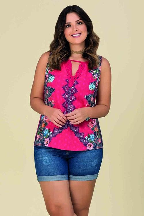 Blusa Plus Size Sem Mangas Crepe Guipir Floral Rosa