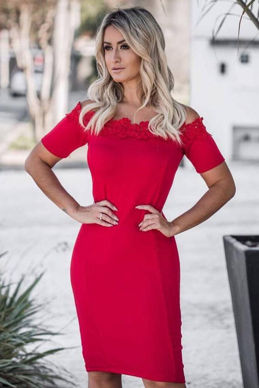 Vestido Midi Crepe Ombro a Ombro Bordado Vermelho