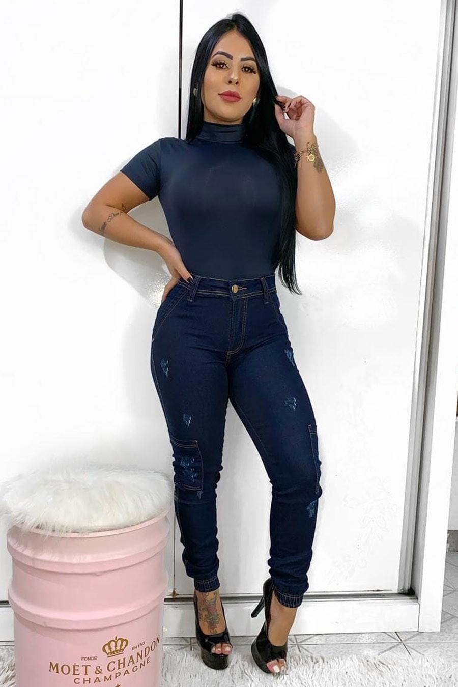 Calça Jeans Skinny Barra Elástico Bolso Lateral Escuro