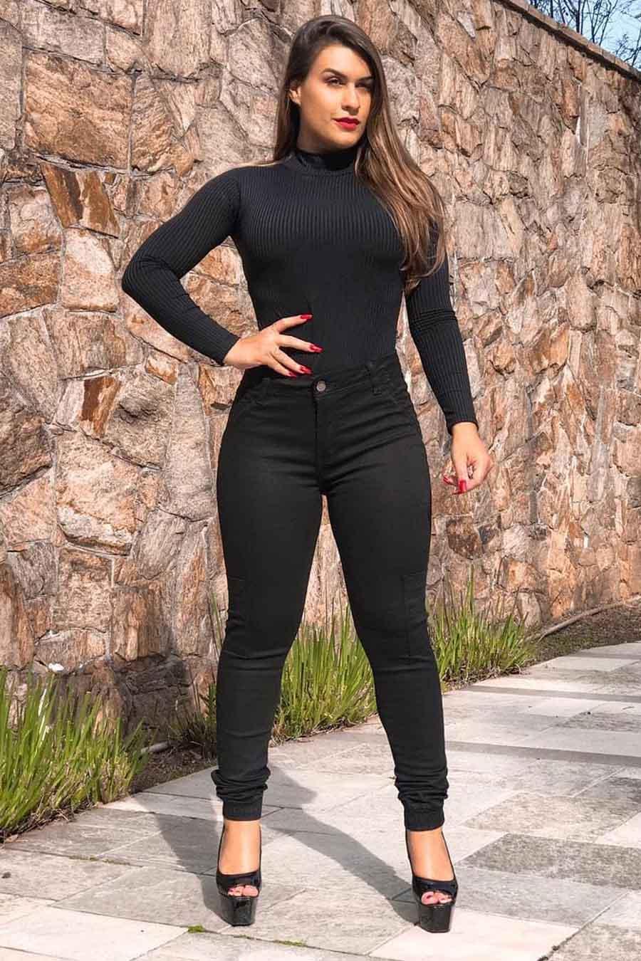 Calça Jeans Skinny Bolso Lateral Preta