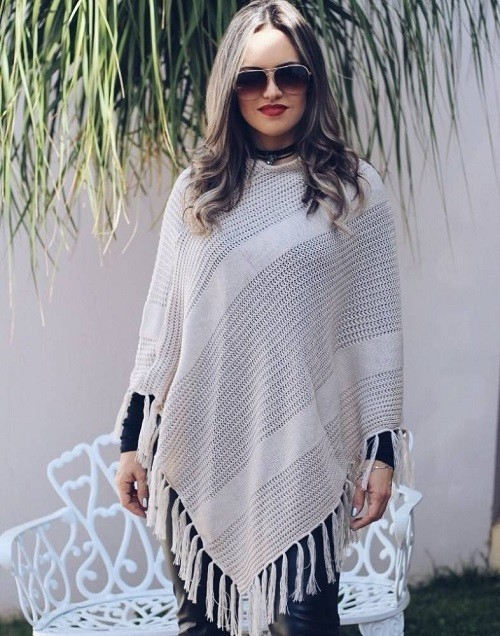 Poncho Tricot Bege Franjas