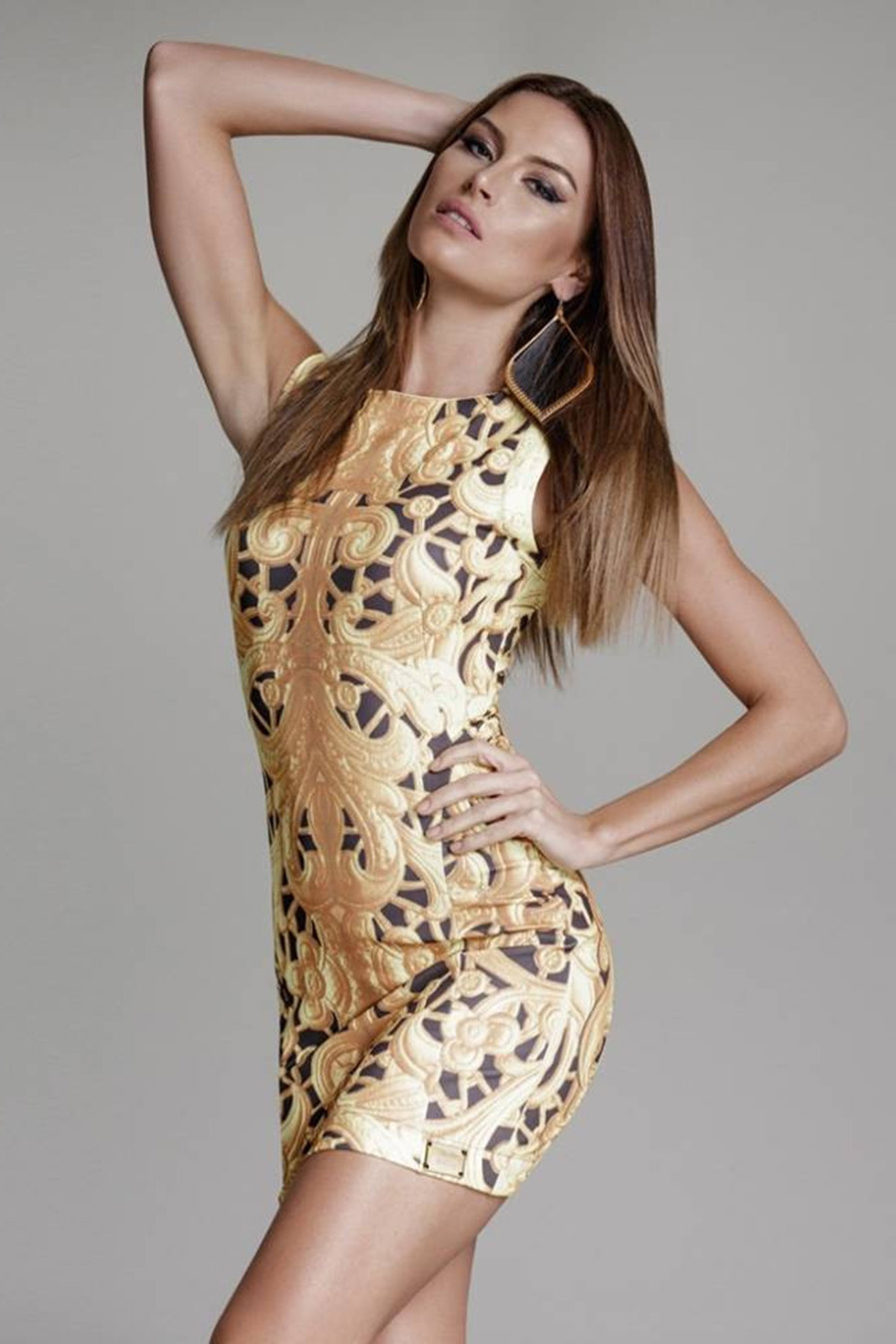 Vestido Curto Crepe Sem Mangas Estampa Trellis Dourada