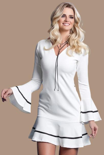 Vestido Curto Crepe Branco Mangas Flare Babado