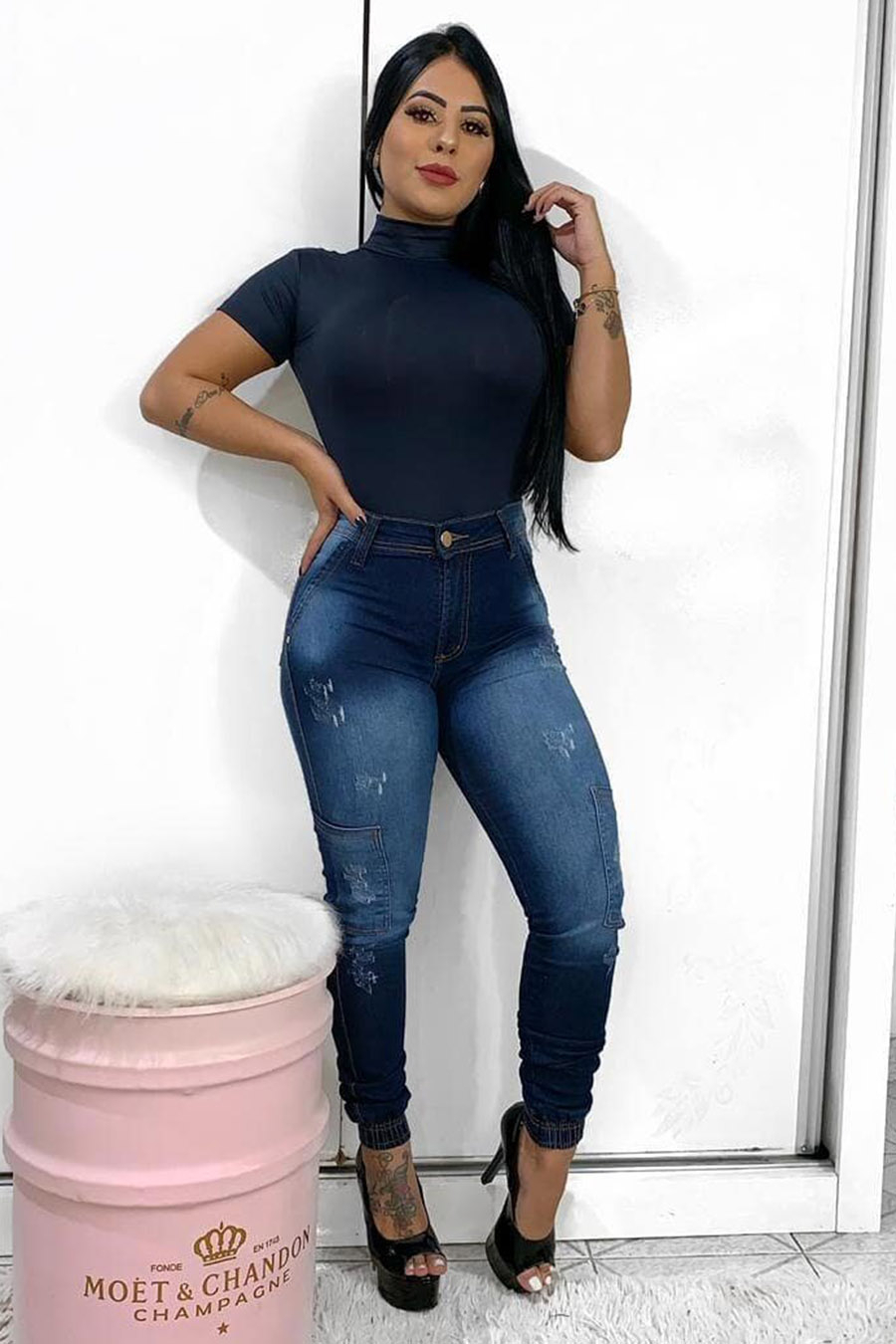 Calça Jeans Skinny Barra Elástico Bolso Lateral Claro